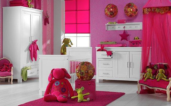 Chambre Bébé Fille Fushia : Chambre de bébé fille déco
