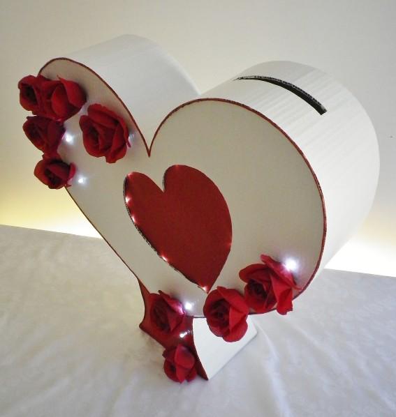 Belles Urnes De Mariage 2015 Sous Forme Coeur En Rouge Et Blanc