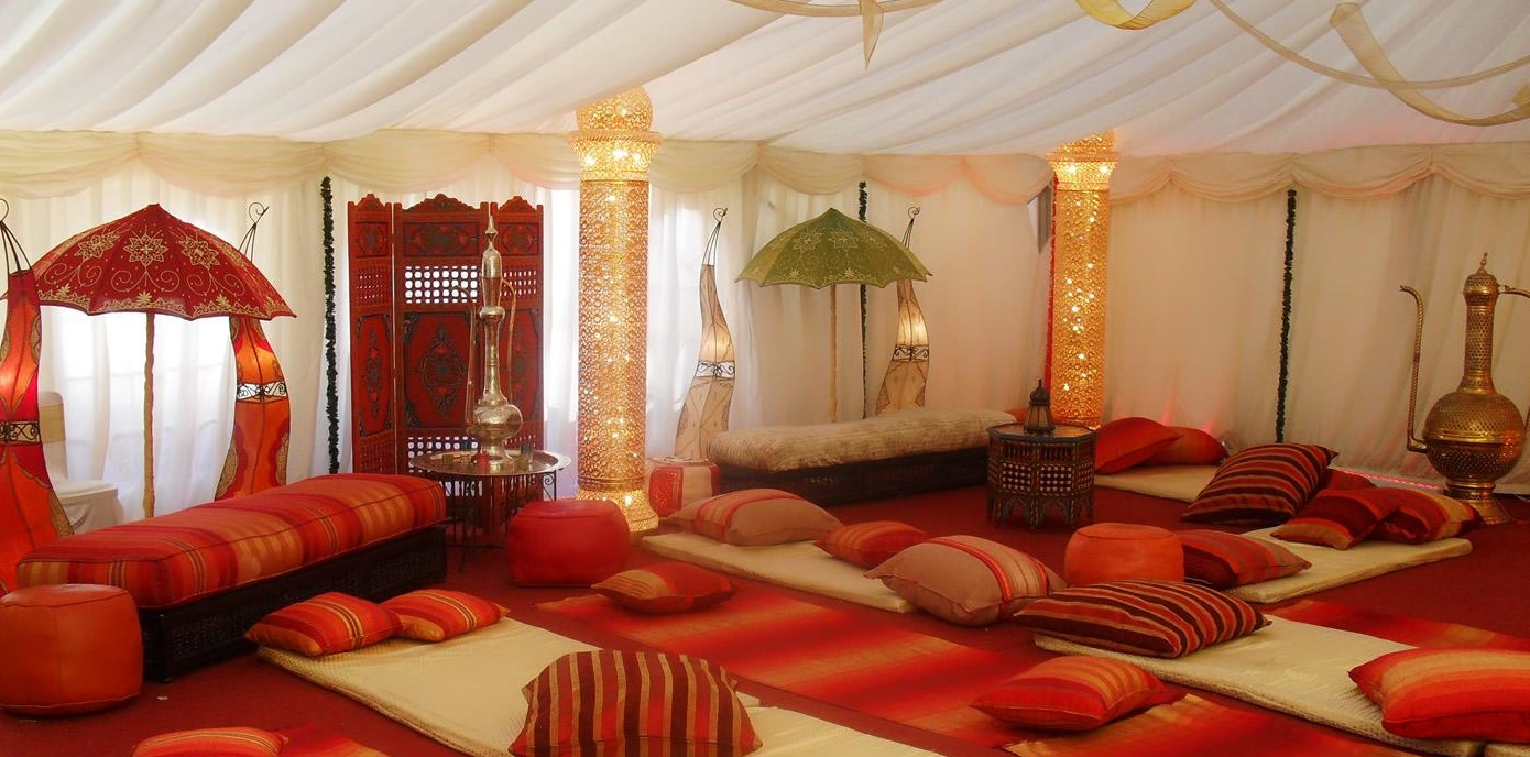 Salon decoration marocaine for Decoration orientale moderne salon