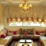 Salon marocain Blanc cassé-Doré avec une touche Rouge