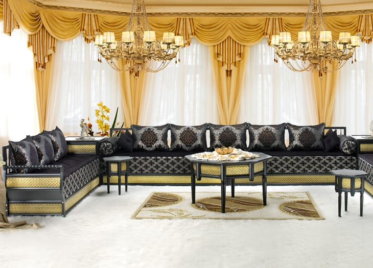 salon marocain gris degrad blanc cass moutarde. Black Bedroom Furniture Sets. Home Design Ideas