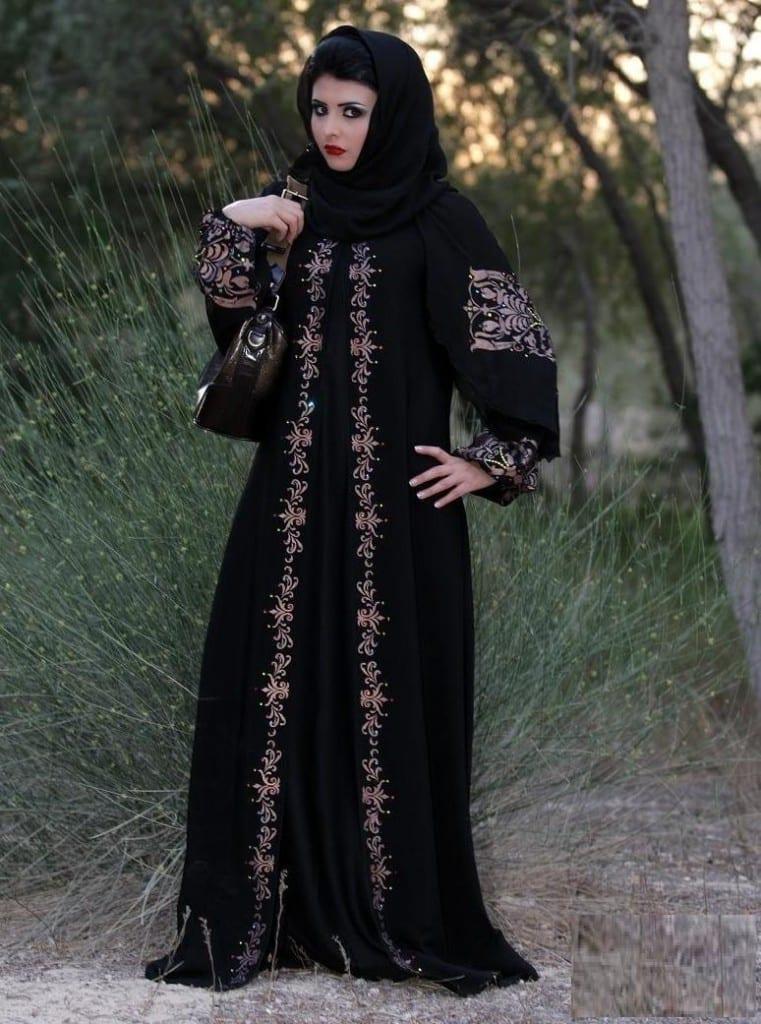 تشكيلة جميلة من العباءات الخليجية