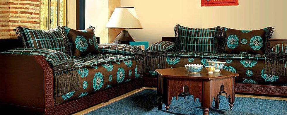 Salon marocain traditionnel bleu et marron de - Salon marocain turquoise marron ...