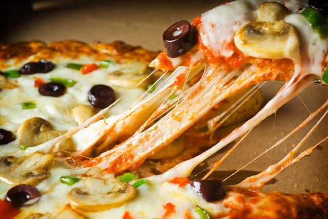 طريقة تحضير البيتزا الإيطالية