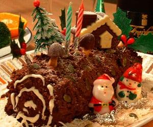 La Bûche de Noël est une tarte en forme de bûche qui se sert comme ...